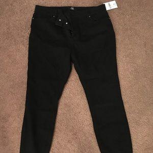 NWT Black Skinny Jeans- Size 14